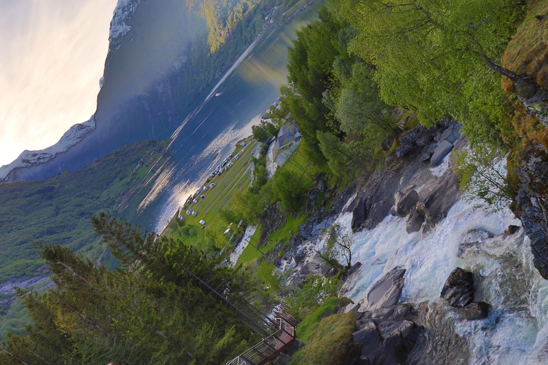 Durch den Geiranger Fjord